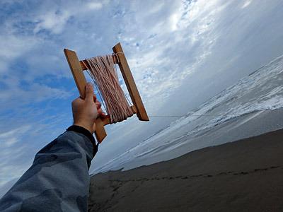 凧揚げ気分で糸をどんどんと出していく。