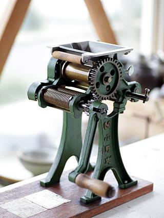 皆さんおなじみの小野式製麺機一型両刃型。これがあればラーメンでもパスタでもなんでも作れる。