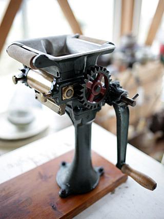 かっこいいから持ってきた宝田式製麺機。これでも麺は作れるけれど、主に観賞用として活用中。