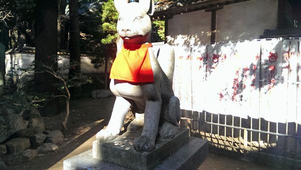 狐さんへのお供えはいなり寿司ではなく小銭。