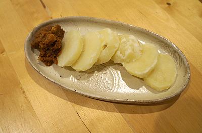 じゃが芋やごはんなど炭水化物に良く合う。豆腐などに乗せてもよし。このままでもいい酒の肴となります。