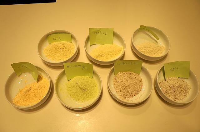 粉にしても豆の色がなんとなくわかる。