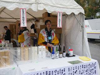 ハタハタをつまみに、来年は日本酒を飲みまくりたい!(場内でたくさん売ってます)
