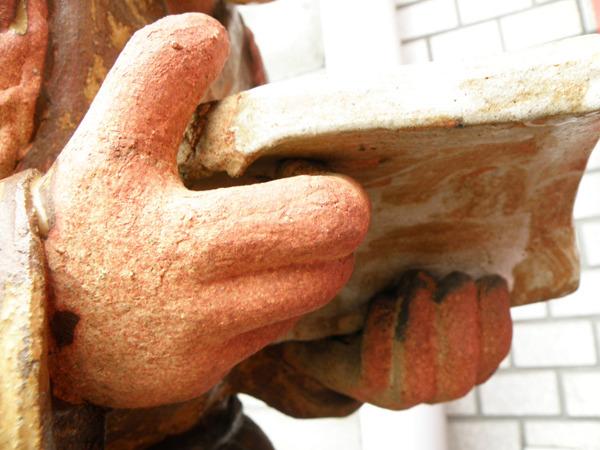 細かな表現ができる反面、壊れやすいのが陶器の難点