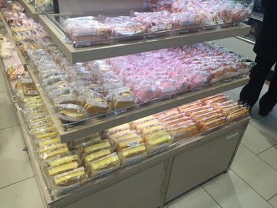 秩序よく並べられたパンコーナー。店長の美意識の高さを感じる