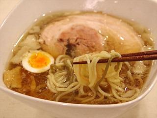 豚の旨味がたっぷりと出たスープと腰のある自家製麺の組み合わせをお楽しみください。