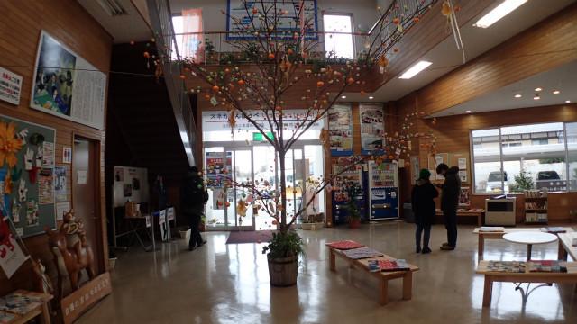 吉浜駅構内には小正月飾りと……