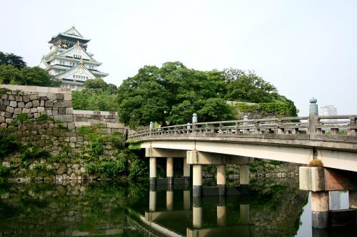 「大坂城跡」は巨石を組み上げた石垣が凄い
