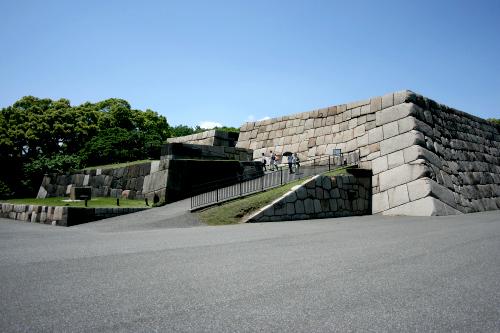 天下の「江戸城跡」。天守は残ってないけど、広大で見応えがある