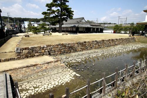 城とはちょっと違うけど、東海道の関所であった「新居関跡」。江戸時代の建物が現存する唯一の関所だ