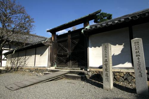 豊臣秀吉が築いた「醍醐寺三宝院庭園」は撮影禁止なので外壁のみ