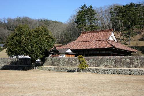 学習施設の特別史跡としては、江戸時代前期に開設された岡山県の「旧閑谷学校」や――