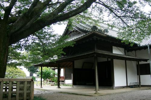 江戸時代後期、茨城県水戸市の「旧弘道館」がある。どちらも建物が立派で地味さは低い