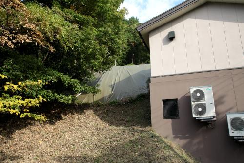 同じく壁画が描かれた古墳である「キトラ古墳」。訪れた当時は保護施設でガードされていた