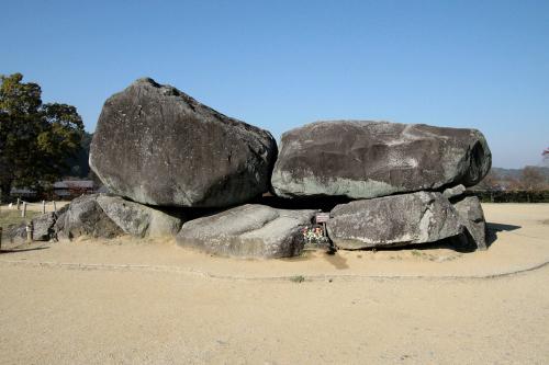 蘇我馬子の墓であるという説が強い「石舞台古墳」。明日香村観光の定番スポットだ