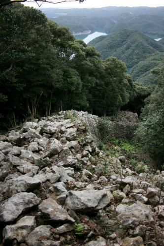 朝鮮半島からの最前線、対馬に築かれた「金田城跡」の城壁