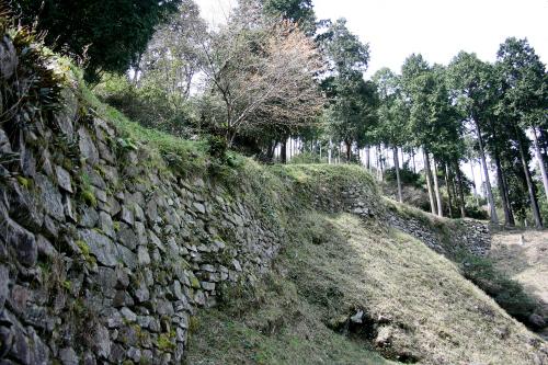 「大野城跡」にも城壁や土塁が残っている