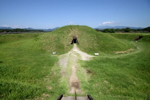 宮崎県の「西都原古墳群」とか