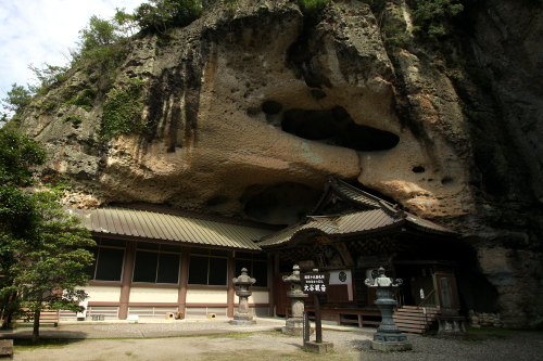 栃木県、大谷石の採石所にある「大谷磨崖仏」