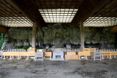 こちらは九州、大分県の「臼杵磨崖仏」。ずらりと並ぶ石仏が素敵