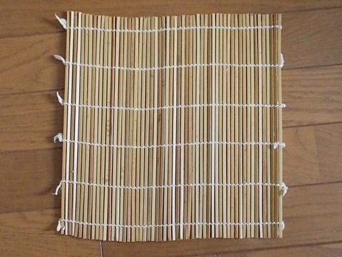 一般的な家庭で使用されている巻き簾。