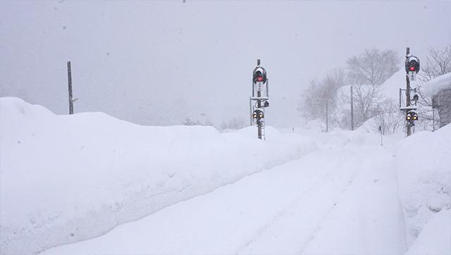 レールさえよく見えない。が、どんなに猛吹雪だろうが運行する、それが秋田内陸線