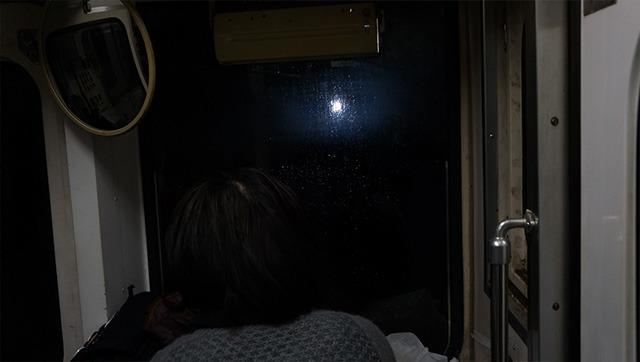 豪雪のなか運良く見られたのが、5697メートル続くトンネルの中の光景。トンネルが直線に走っているため4700メートル先まで遠くの穴が見られる。さらに前方の穴と、後ろの穴の両方が同時に見える地点が10秒間だけある。これはみどころ。