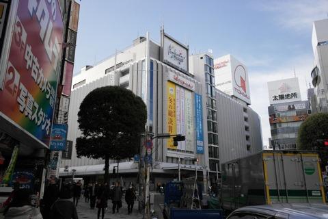 東急本店などを通り過ぎる。