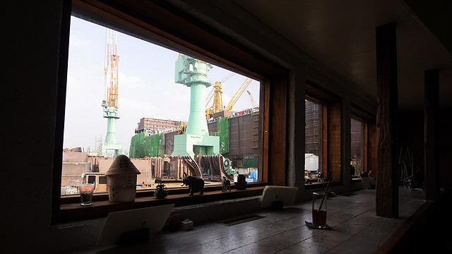 造船所を見ながらティーを楽しみます!