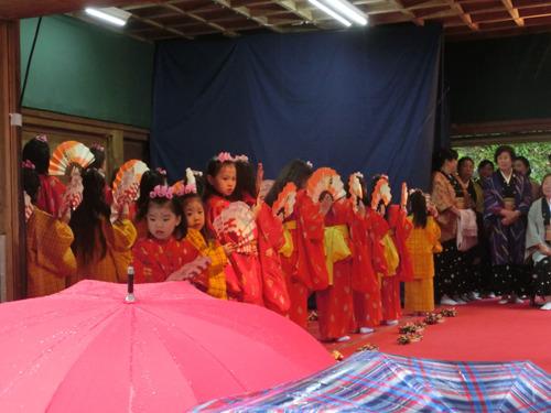 伝統舞踊の「チャッキラコ」