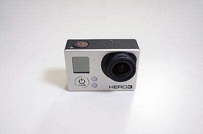 ご存知の方も多いと思いますが小型カメラのGoProです。