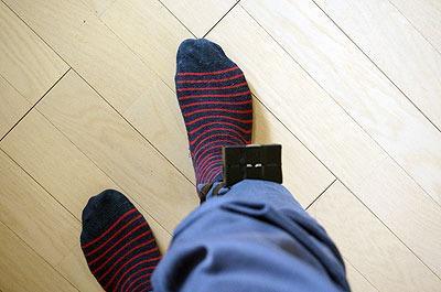 金具の上に靴下を重ね履きして、より強固に