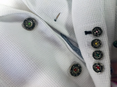 王子のジャケット。ボタンも全て隕石加工