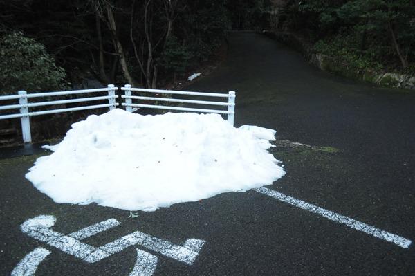 雪が残っていて寒い。