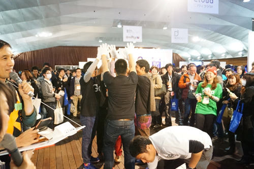 'OK! The first win!' The hall was full of chatter after the overwhelming victory.