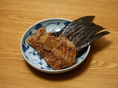 大量に出るアラも無駄にはしない。煮付ければおいしく食べられる。