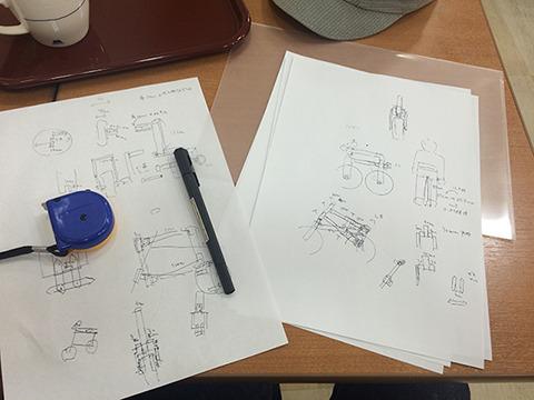 ホームセンター併設のハンバーガー店で設計図を考える。合計5時間いた。