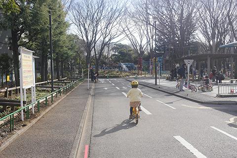 交通公園の自転車が乗れるようになった娘。自分のがほしいという