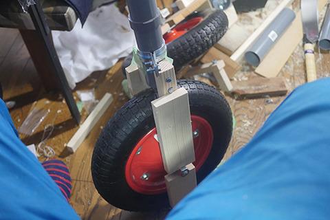 タイヤとフレームが結合した。完成が近い