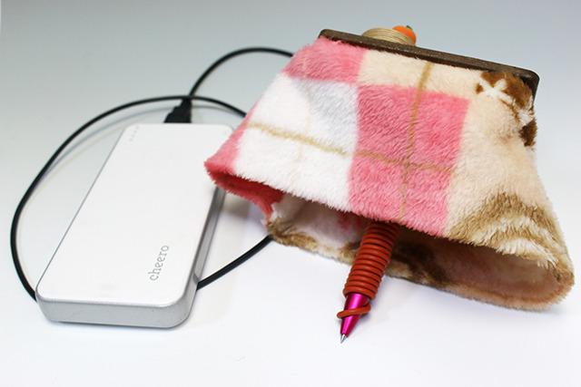 これが暖かい『こたつペン』。グリップに巻いてある赤いチューブがヒーター。