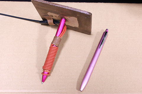 左がこたつペン、右がノーマルのペン。