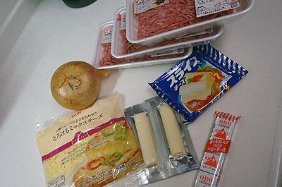 大量のチーズとひき肉
