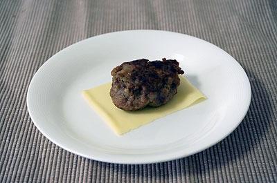 チーズunderハンバーグ