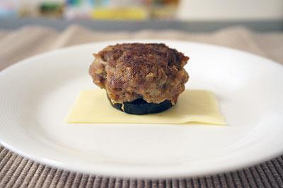 チーズbelowハンバーグ