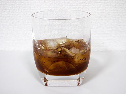 「ウイスキーボンボンの中身、ロックをダブルで!」 と注文したら出てくるのがこちら