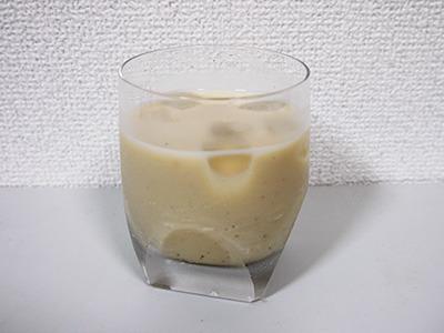 あ、すごくおいしい! (これ普通に存在するカクテルなんじゃ……と思ったら、ウイスキー+ミルク+砂糖少々で「カウボーイ」というらしい。これは豆乳だけど。)