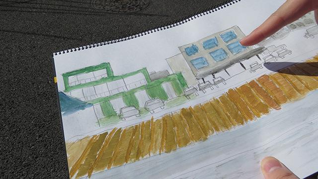 畑の向こうにある建物の形状を完全に予測。