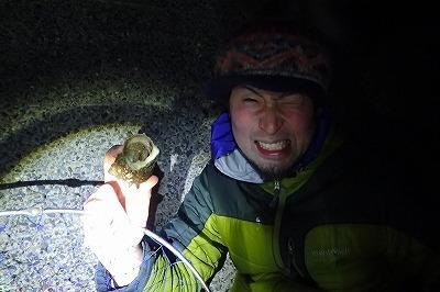 ようやく、サザエに入ったそこそこ大きなヤドカリを捕まえることができたが、ちょっと食べるには小さい。逃がしてやることに。
