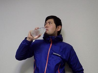 食後に水を飲むと…!