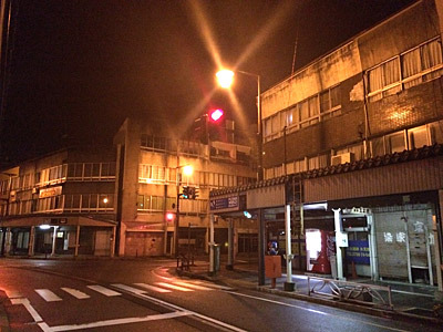 人のいない商店街。ちなみにまだ12時前。